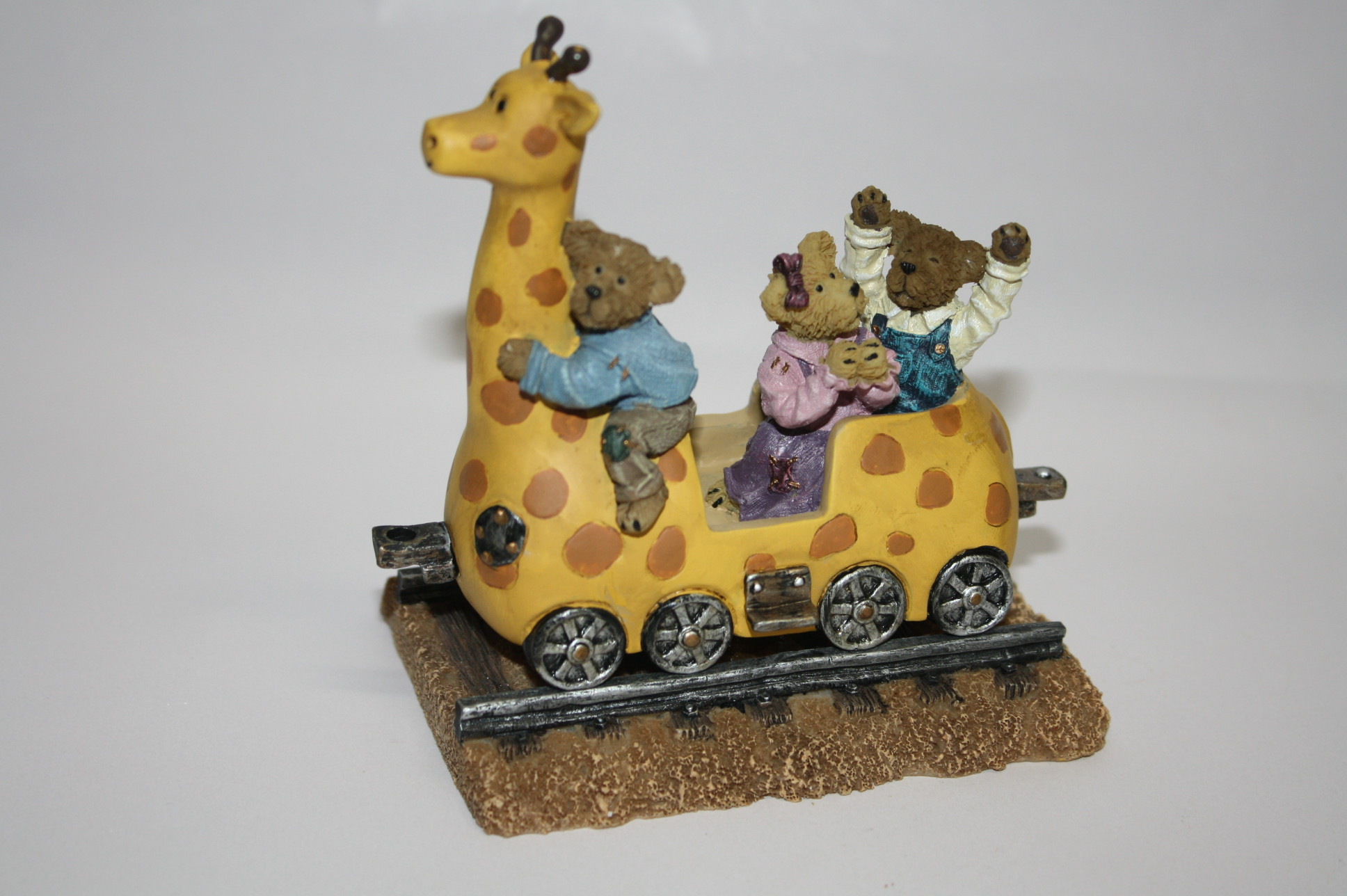 Boyds The Bearstone Collection - Ginny the Giraffe with Gage, Gracie and Graham (And Away We Go!) #4015993