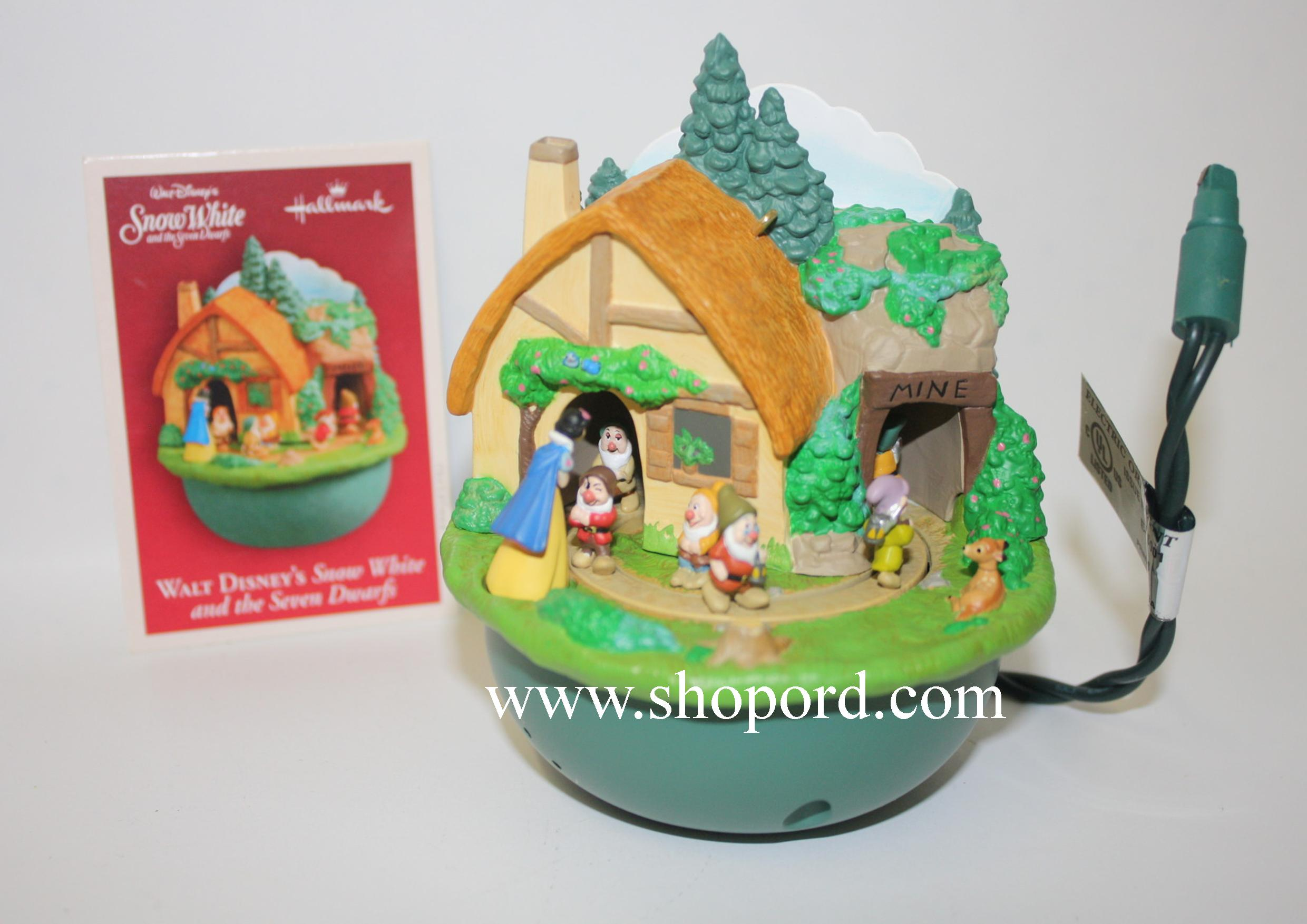 Hallmark 2004 Walt Disney's Snow White And The Seven Dwarfs Ornament QXD5064 Damaged Ornament