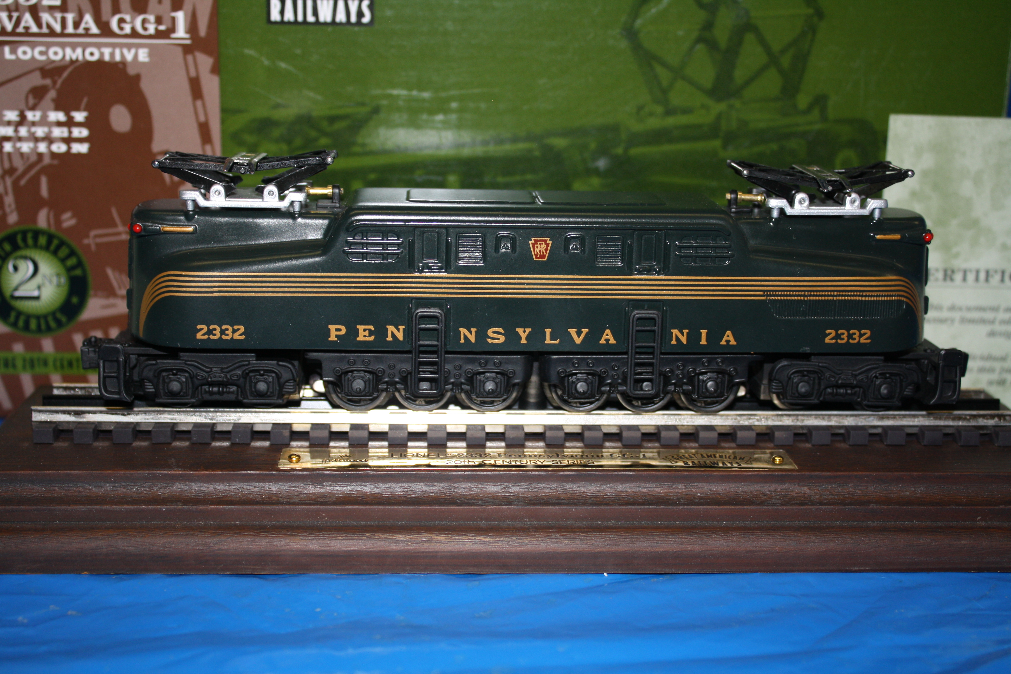 Hallmark Lionel 2332 Pennsylvania GG-1 Electric Locomotive QHT7804